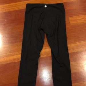 LULULEMON cropped wunder under leggings SIZE 6